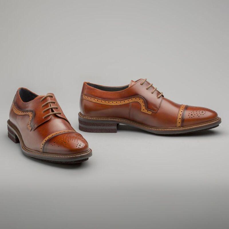 全真皮寬版鏤空休閒皮鞋